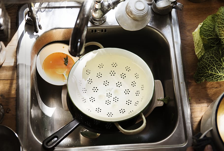 tips to clean discolored enamel cookware